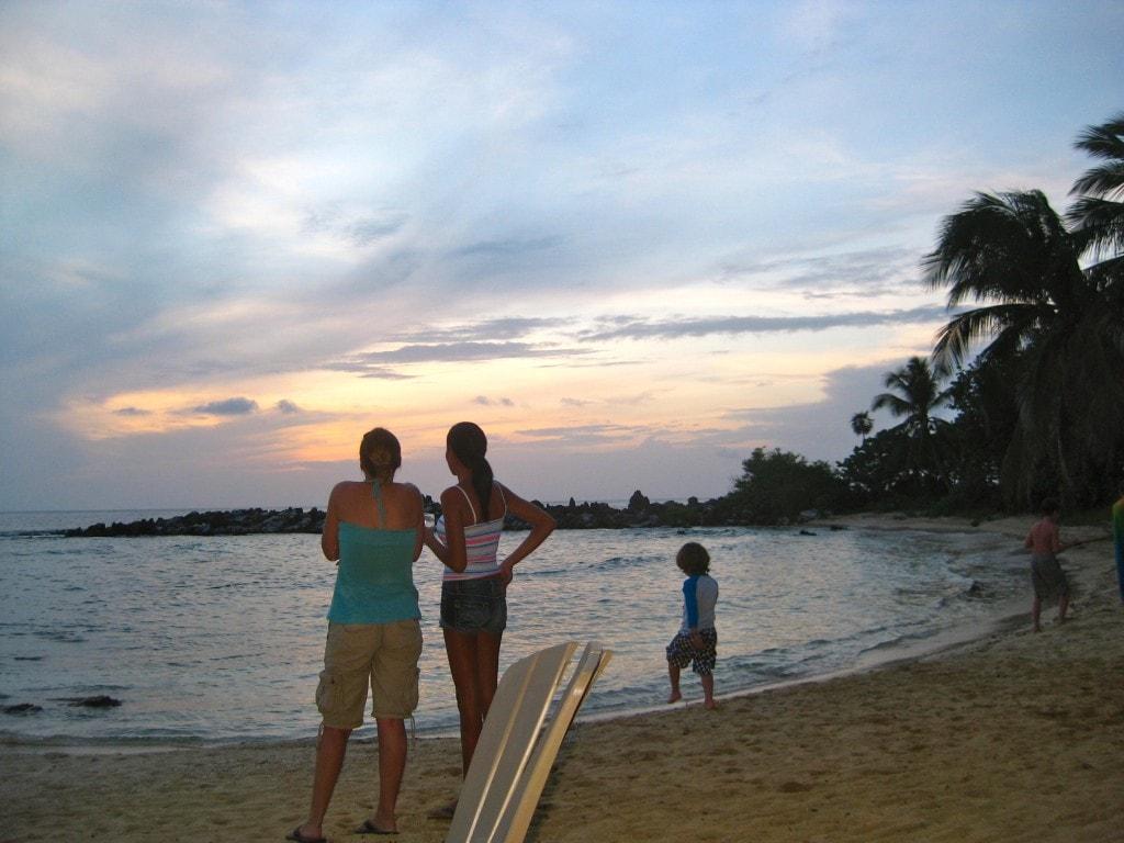 best sunset bar in roatan