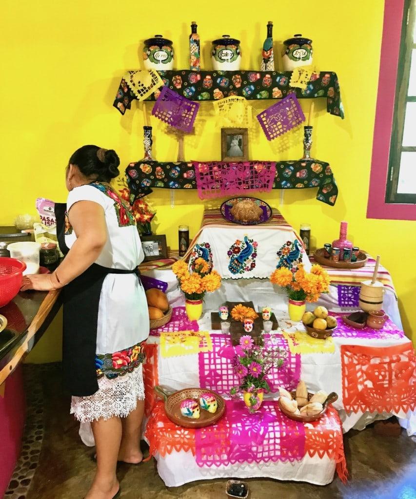 dia de muertos ofrenda in mexico